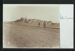 Foto-AK Nebi Jenus Bei Mossul, Soldat Auf Patrouille, Blick Zum Ort - Irak
