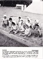 ALGERIE / PROPAGANDE 1959.1961 / MAGNIFIQUE PHOTO 18X24 / CRECHE DE PETITS ALGERIENS .... - Kinderen