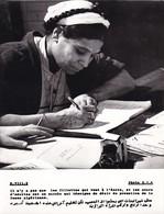 ALGERIE / PROPAGANDE 1959.1961 / MAGNIFIQUE PHOTO 18X24 / PROMOTION FEMME ALGERIENNE - Vrouwen