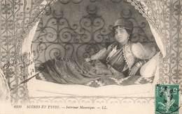 Algerie Scenes Et Types Interieur Mauresque Femme Cpa + Timbre 1908 - Algérie