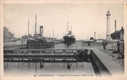 OUISTREHAM - Cargo Et Remorqueur Dans Le Sas - Ouistreham
