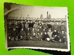 RARE Photo Originale Guerre 1939 - 1945, Prisonniers STALAG XI B, Fallingbostel,Niedersachsen Allemagne, PERROT MARCEL - Guerra, Militari
