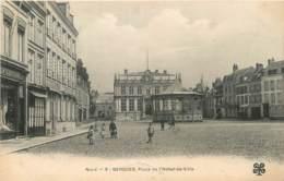 BERGUES PLACE HOTEL DE VILLE LE KIOSQUE ET LE CAFE DU MIDI - Bergues
