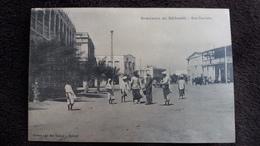 CPA SOUVENIR DE DJIBOUTI RUE GAMBETTA ANIMATION ED AU BON MARCHE - Gibuti