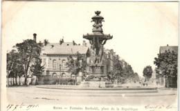 6DE 945 CPA - REIMS - FONTAINE BARTHOLDI - PLACES DE LA REPUBLIQUES - Reims