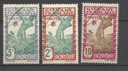Guyane   Poste   N°  110  ;  113  Et  157    Neufs * *    B/T B   Soldé à Moins De  20  %      ! ! ! - Unused Stamps