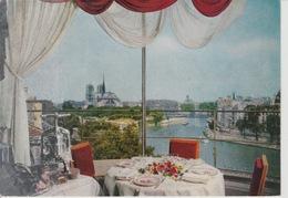 """19 : 5 / 115  -  PARIS  -  LE  CHEVET  DE  N. D.  VU  DU  RESTAURANT  """" LA  TOUR  D'ARGENT  """"  C P M - Multi-vues, Vues Panoramiques"""