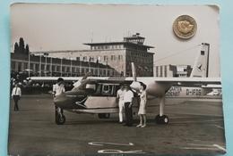 "Stuttgart-Flughafen, Taxiflugzeug ""Islander"", 70er - Stuttgart"