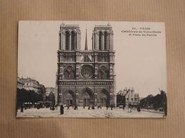 PARIS Cathédrale Notre-Dame De Paris Et La Place Du Parvis Animée CPA Carte Postale France - Notre Dame De Paris