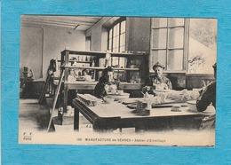 Sèvres ( Hauts-de-Seine ). - Manufacture De Sèvres. - Atelier D'Émaillage. - ( Les Ouvrières ). - Sevres