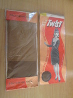 Paire De Bas Nylon MOUSSE De Marque TWIST Neuf Jamais Porté Sans Couture , Couleur Chair Moyenne , Taille 35/36 - 1940-1970