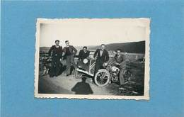 VOITURE TRACTION CITROËN  Et Moto (à Identifier), Photo Années 1940/50 ( Photo Format 8,7cm X6,1cm). - Cars