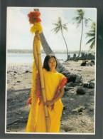 CP (OM) Polynésie - Jeune Tahitienne Habillée à La Coutume D'autrefois - Polynésie Française