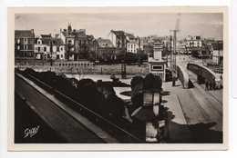 - CPA SAINT-NAZAIRE (44) - Avant Les Bombardements - Place Du Bassin Et Pont Roulant - Editions GABY N° 4 - - Saint Nazaire