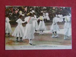 Types Basques - Jeunes Filles Dansant Le Fandango - Non Classés