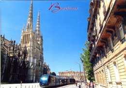 CPM - Bordeaux (33) - Le Tramway Et La Cathédrale Saint-André - Tram