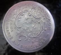 BOITE à Pilule Recommandé Aux  Diabétique Sucre Édulcorant  Edu-cor Paris En Aluminium Ou De Type Similaire Vintage - Boîtes/Coffrets