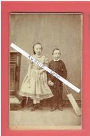 PHOTOGRAPHIE CDV ENFANTS AVEC BATTE DE BASEBALL ET CORDE A SAUTER PHOTOGRAPHE MARES 79 GRAFTON STREET A DUBLIN IRLANDE - Photos