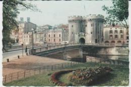 Postcard - Verdun - Chausee Bridge And Gate - No Card No  - Unused Very Good - Unclassified