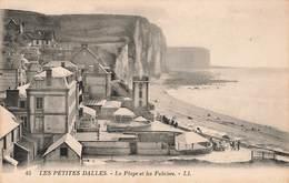 76 Les Petites Dalles La Plage Et Les Falaises Cpa - Autres Communes