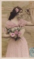 CARTE FANTAISIE. PORTRAIT DE JEUNE FEMME DE PROFIL . ANNEE 1907 - Femmes