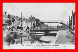 CPA (51) REIMS.  Le Canal Et La Passerelle De La Rue De Vesle, Animé, Péniche, Café, Garage...D047 - Reims
