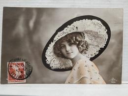 Grete Reinwald. Chapeau. - Portraits