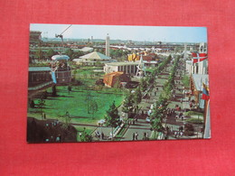 Along The Avenue Of The Americas     NY World's  Fair  1964-65  >>  Ref 3334 - Exhibitions
