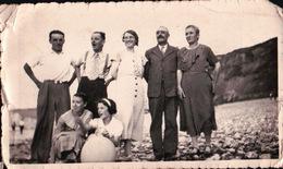 PHOTO De Famille Sur La Plage De POURVILLE - Illustrateurs & Photographes