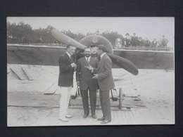 Ref5838 Carte Photo De 3 Hommes Devant Les Hélices D'un Avion - Photog. Sorignet à Royan - Sin Clasificación