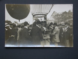 Ref5843 Carte Photo D'une Foule Entourant La Nacelle D'un Ballon (n°7) - Aviation