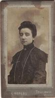 HAUTE GARONNE - PHOTO DE FEMME - PHOTOGRAPHE DELON-MOREAU RUE D'ALSACE TOULOUSE - AVANT 1900. - Personnes Anonymes