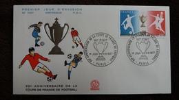 ENVELOPPE 60 EME ANNIVERSAIRE DE LA COUPE DE FRANCE DE FOOTBALL 1977   1 ER JOUR D EMISSION 11 06 1977  TIMBRE TAMPON - Non Classificati