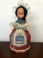 Poupée Floklorique De Région Venezia - Dolls