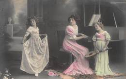 BEAUTIFUL YOUNG GIRLS & MOTHER IN LONG ORNATE DRESSES-DANCING-PLAYING MUSIC-PIANO-LUTE PHOTO POSTCARD 40558 - Altri