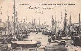 PORT EN BESSIN - Les Barques De Pêche Aux Bassins Un Jour De Fête - Port-en-Bessin-Huppain