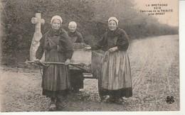 La Bretagne-Femmes De La Trinite Près Brest. - Altri Comuni