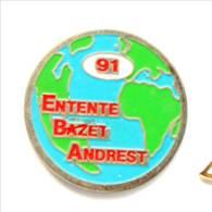 Pin's ENTENTE BAZET ANDREST (64) - 1991 - Carte Du Monde - I338 - Rugby