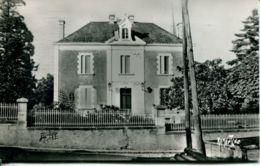 N°72827 -cpsm L'Ile D'Elle -la Mairie- - Autres Communes