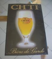 Plaque Publicitaire Bière CH'TI Bière De Garde Série Limitée Tôle En Relief Et En Couleur - Enameled Signs (after1960)