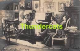 CPA PHOTO SALON DE PARIS 1901 RIXENS DANS L'ATELIER - Musées