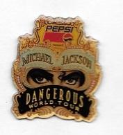 Pin' S  Musique, Chanteur  MICHAEL  JACKSON  DANGEROUS  WORLD  TOUR  Sur  Pub  Boisson  PEPSI - Celebrities