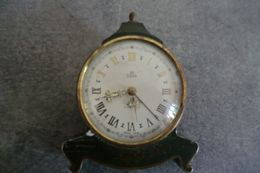 Ancien Réveil UTI SWIZA - Made Swiss - Napoléon III Forme Galbée - - Alarm Clocks