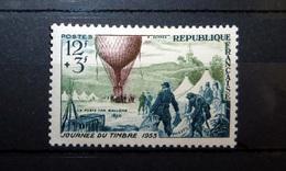 FRANCE 1955 N°1018 * (JOURNÉE DU TIMBRE 1955. LA POSTE PAR BALLONS. 12F + 3F BLEU-OLIVE ET BRUN) - France