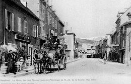 CPA,Rare, Dauphiné,La Mûre, Rue Des Fossés, Route Du Pélerinage De ND De La Salette, Très Animée, Diligence - Autres Communes