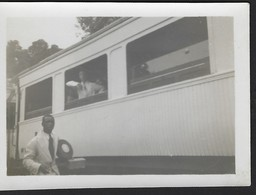 SNAPSHOT * TREINWAGON * WAGON TRAIN * DEPART TRAIN PULLMAN POUR MATADI * CONGO * CONGO BELGE * 1934 * 9 X 6.5 CM - Treinen