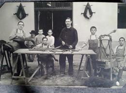Cpa Famille De Palefrenier Confection Des Colliers Pour Animaux Pour Travaux Agricoles Chevaux ânes Vaches - Beroepen