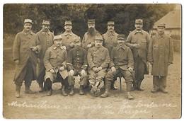 WW1 CARTE PHOTO MITRAILLEURS AU CAMP DE LA FONTAINE DU BERGER 1915 CPA 2 SCANS - War 1914-18