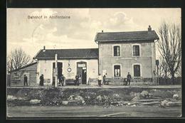 CPA Amifontaine, Wartende Am La Gare - France