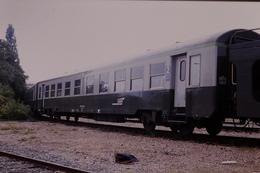 Photo Diapo Diapositive Slide Train Wagon Loco Locomotive Voiture SNCF Mixte 1ère & 2ème Classe Le 01/08/2000 VOIR ZOOM - Dias